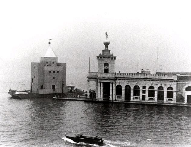 1980 teatro del mondo venezia dubrovnik giornale di bordo for Aldo rossi il teatro del mondo