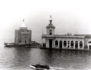 Il Teatro del Mondo attraccato in Punta della Dogana
