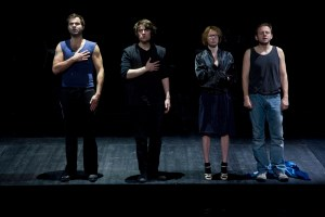 Sebastian Blomberg, Alexander Khuon, Birgit Minichmayr in Das Pulverfass, foto di Fabio Bortot, Alvise Nicoletti/IED Ve